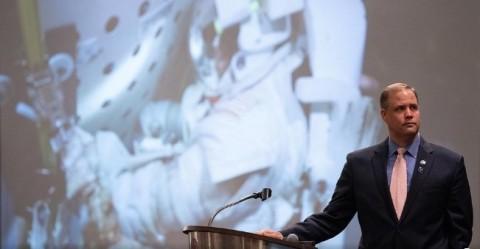 Jim Bridenstine, administrador da NASA, discursa na sexta Conferência Internacional de Defesa Planetária da Academia de Astronáutica, na segunda-feira, 29 de abril de 2019, na Universidade de Maryland, em College Park.