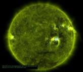 Astro Rei acorda: grupo de manchas causa fortes explosões solares