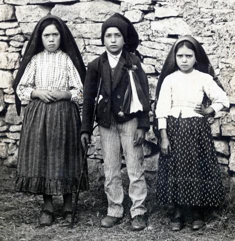 Lúcia, Francisco e Jacinta de Fátima.