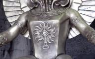 Estátua do antigo deus do sacrifício de crianças é exibida em Roma