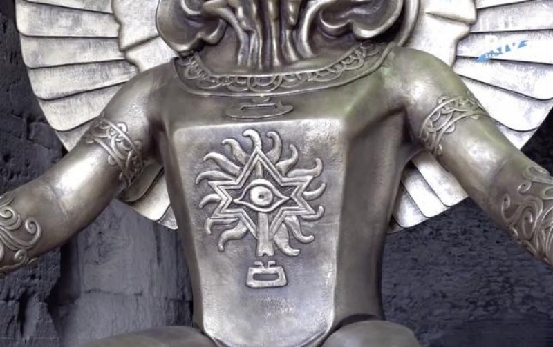 Detalhe do deus pagão Moloch, que recebe os visitantes do Coliseu, em Roma, como parte de uma exposição que foi aberta em 27 de setembro de 2019.