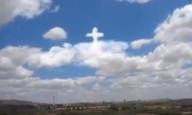 Nuvens formam uma cruz no céu da Bahia