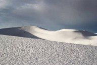 Onda de frio atinge África e cobre o deserto do Saara com neve