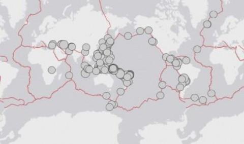 Cento e sessenta grandes terremotos foram registrados em 2000. via USGS.