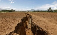 '... HAVERÁ TAMBÉM COISAS ESPANTOSAS...' (Lc 21, 11)    Fendas e buracos estão aparecendo em toda a Terra