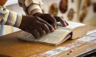 'E ESTE EVANGELHO SERÁ PREGADO EM TODO O MUNDO...' - Bíblia deve chegar a 98% da população mundial em 18 anos, diz tradutor