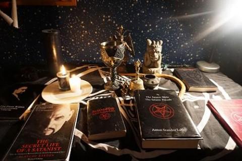 Altar satânico de Wyatt. Foto: Wyatt Fleming.