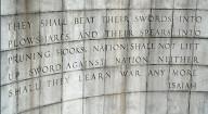 O Mistério das palavras que faltam na inscrição da parede de pedra da Organização das Nações Unidas (Nova York)
