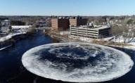 Intrigante disco de gelo gigante aparece girando em rio no Maine (EUA)