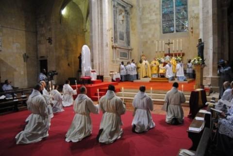 Franciscanos da Imaculada, acusados de um escasso %u201Cpensar com a Igreja%u201D e de um apego excessivo ao Rito Romano antigo.
