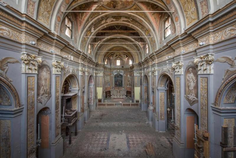 Esta igreja italiana cavernosa viu melhores dias.