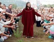 'MUITOS VIRÃO EM MEU NOME, DIZENDO: 'EU SOU O CRISTO!' E ENGANARÃO A MUITOS (Mateus 24, 5) - Homem diz ser a 'reencarnação' de Jesus Cristo e arrasta multidões de fiéis na Rússia