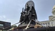 Estátua de Baphomet é erguida junto ao Capitólio, no Arkansas