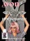 Bizarro: Catálogo da Avon apresenta imagem de mulher acariciando Baphomet