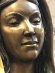 Estátua da Virgem Maria está chorando lágrimas de óleo no Novo México, EUA.
