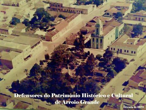 Outra visão da Igreja e da Praça - Arroio Grande/RS.