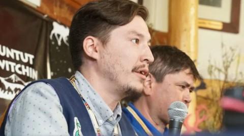 O chefe da primeira nação de Vuntut Gwitchin, Dana Tizya-Tramm, diz que a comunidade de Old Crow, em Yukon, enfrenta um estado de emergência por causa da mudança climática.