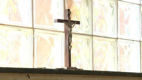 Crucifixo permaneceu no mesmo lugar, segundo moradora %u2014 Foto: Reprodução/ TV Gazeta.