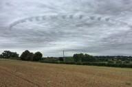 Nuvem misteriosa aparece sobre pequena cidade na Inglaterra