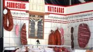 ESCARNECENDO DE DEUS: Na Espanha, criam um espaço chamado de Açougue do Vaticano, com a imagem de Jesus Crucificado, junto a partes de carnes, com os dizeres: 'Tomai, comei, isto é o meu corpo'