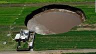 Grande sumidouro aparece nos campos dos agricultores no México