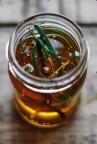 Medicação com mel puro para doença que produzirá forte sangramento nasal