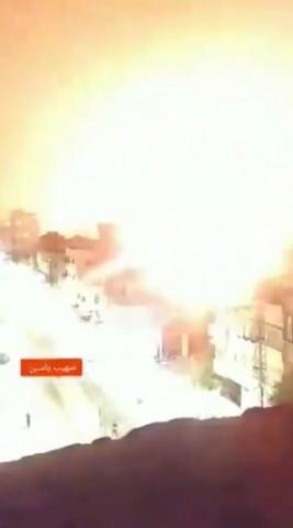 Ápice de uma explosão em Gaza por forças israelenses em retaliação aos foguetes lançados contra Israel.