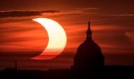 Eclipse solar anular é visto em partes do hemisfério norte