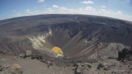 Lago vulcânico no Havaí, no topo do vulcão Kilauea, continua crescendo e pode ter quase 50 metros de profundidade