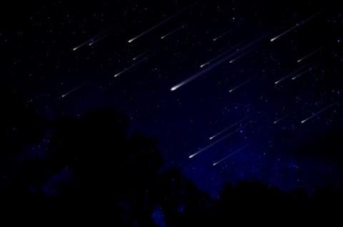 Ilustração de chuva de meteoros. Crédito: depositphotos.