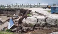 Gigantesca cratera do tamanho de 40 piscinas olímpicas engole caminhões e edifícios na Malásia