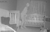 Avó instala câmera e flagra demônio com chifres e garras no quarto dos netos
