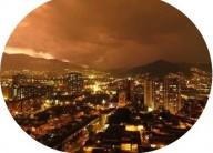 Sons estranhos e assustadores no céu de Medellín, Colômbia